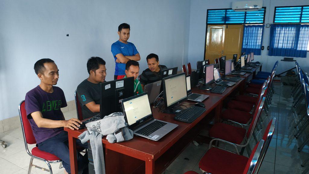 Guru Ahli Komputer SMKN 1 Praya Tengah